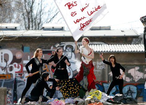 """Heldenmarkt 2011 – """"Bis es mir vom Leibe fällt"""""""