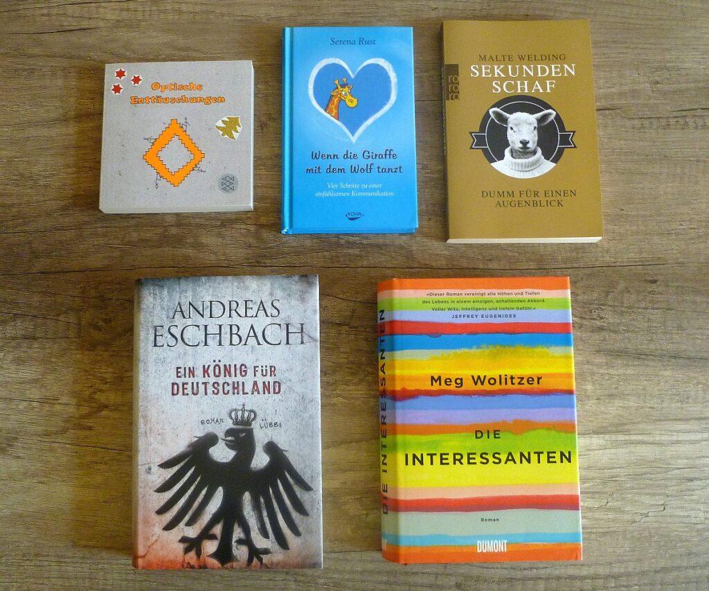 Einkauf beim Büchertrödel vom Antiquariat